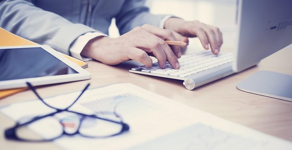Zadbaj o ergonomię stanowiska pracy w biurze i w domu