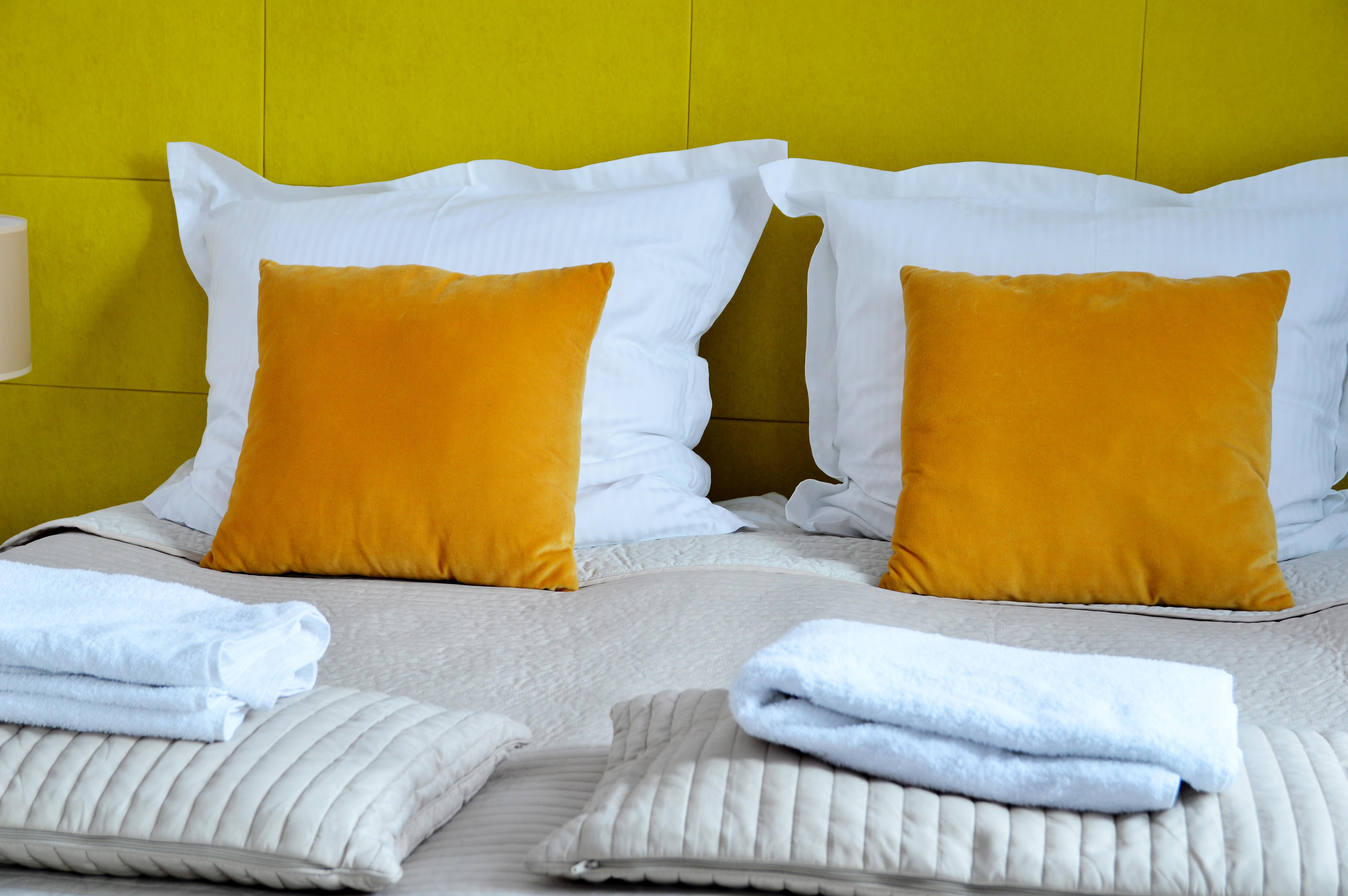 Zółta sypialnia