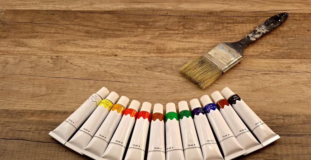 Jak skutecznie pomalować drewno?